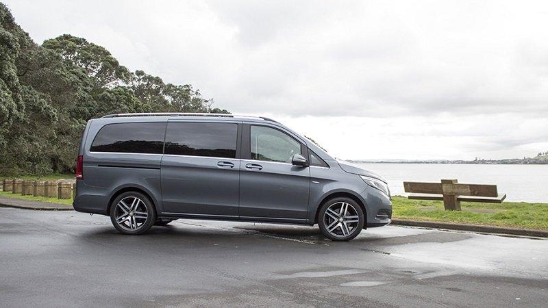 So sánh Mercedes V-Class 2019 và Peugeot Traveller 2019 về thân xe.