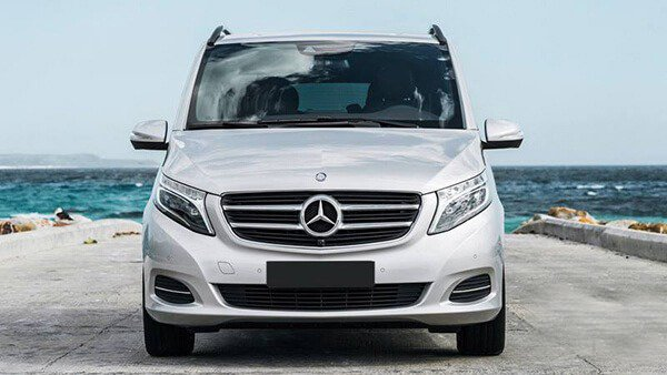 So sánh Mercedes V-Class 2019 và Peugeot Traveller 2019 về đầu xe.