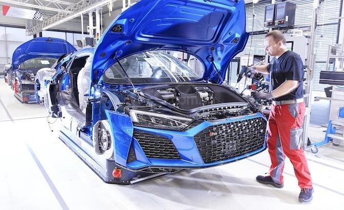 Audi R8 đang được sản xuất