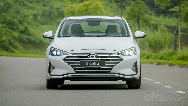 Đầu xe Hyundai Elantra 2.0 2019...