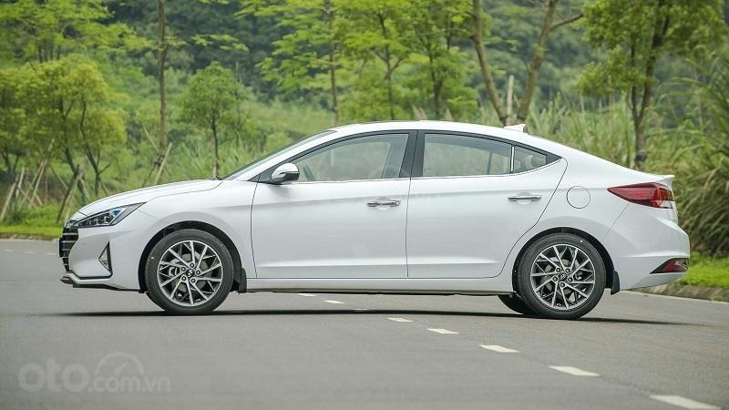 Thiết kế thân xe Hyundai Elantra 2.0 2019...