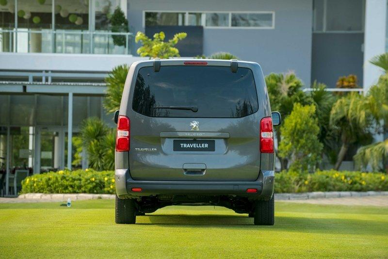Ảnh chụp đuôi xe Peugeot Traveller 2019