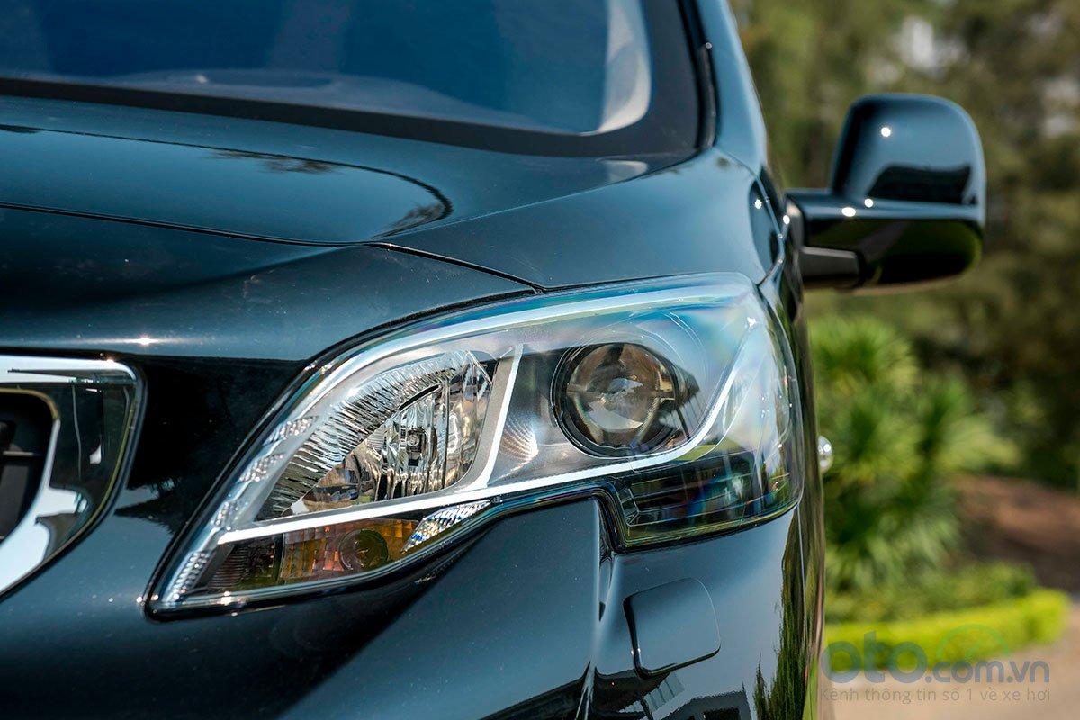 Ảnh chụp đèn xe Peugeot Traveller 2019