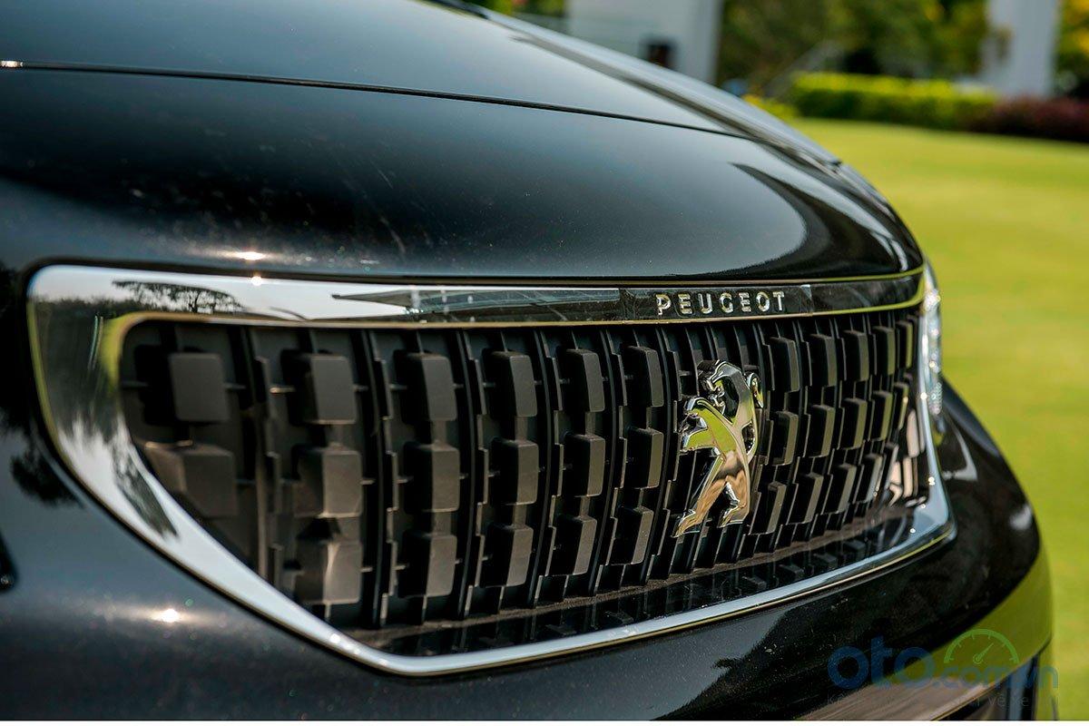 Ảnh chụp lưới tản nhiệt xe Peugeot Traveller 2019