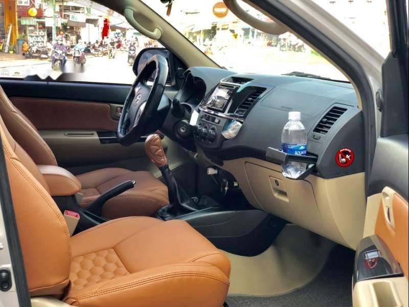 Bán Toyota Fortuner G đời 2015, màu bạc xe gia đình-1