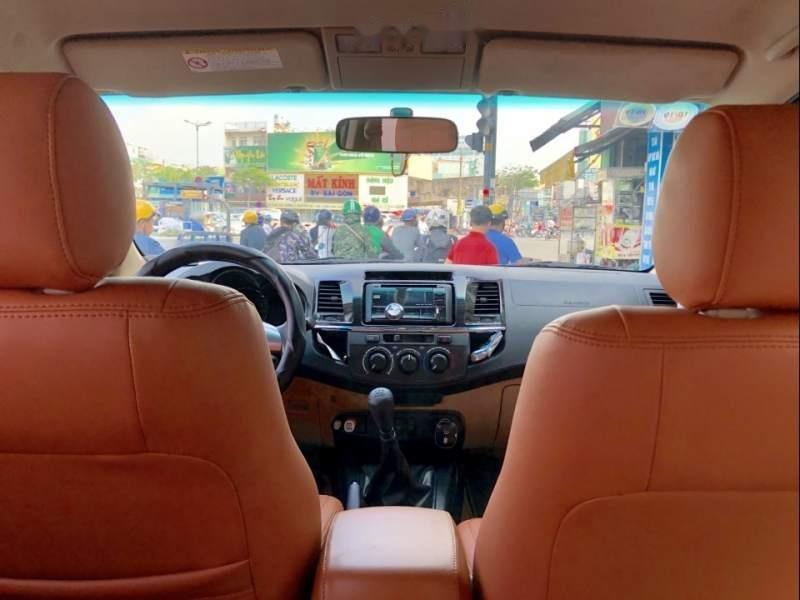 Bán Toyota Fortuner G đời 2015, màu bạc xe gia đình-3