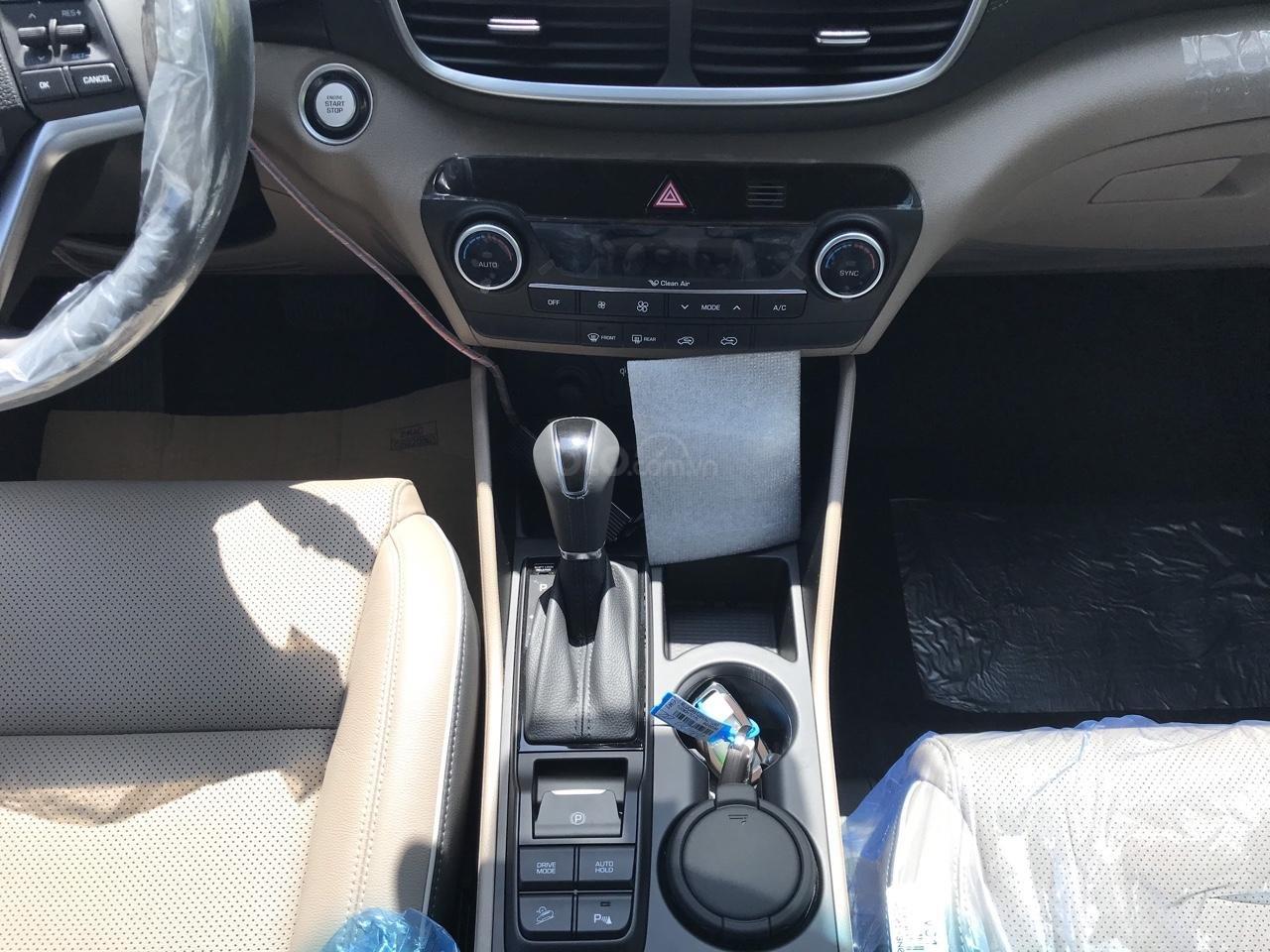 Bán Hyundai Tucson full xăng đỏ giao ngay nhận xe ngay chỉ với 200tr, LH: 0977 139 312 (2)