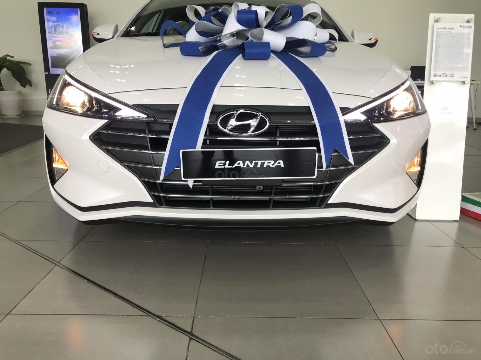 Bán Hyundai Elantra 2.0 AT Facelift giao ngay, hỗ trợ vay trả góp LS ưu đãi - LH: 0977 139 312 (1)