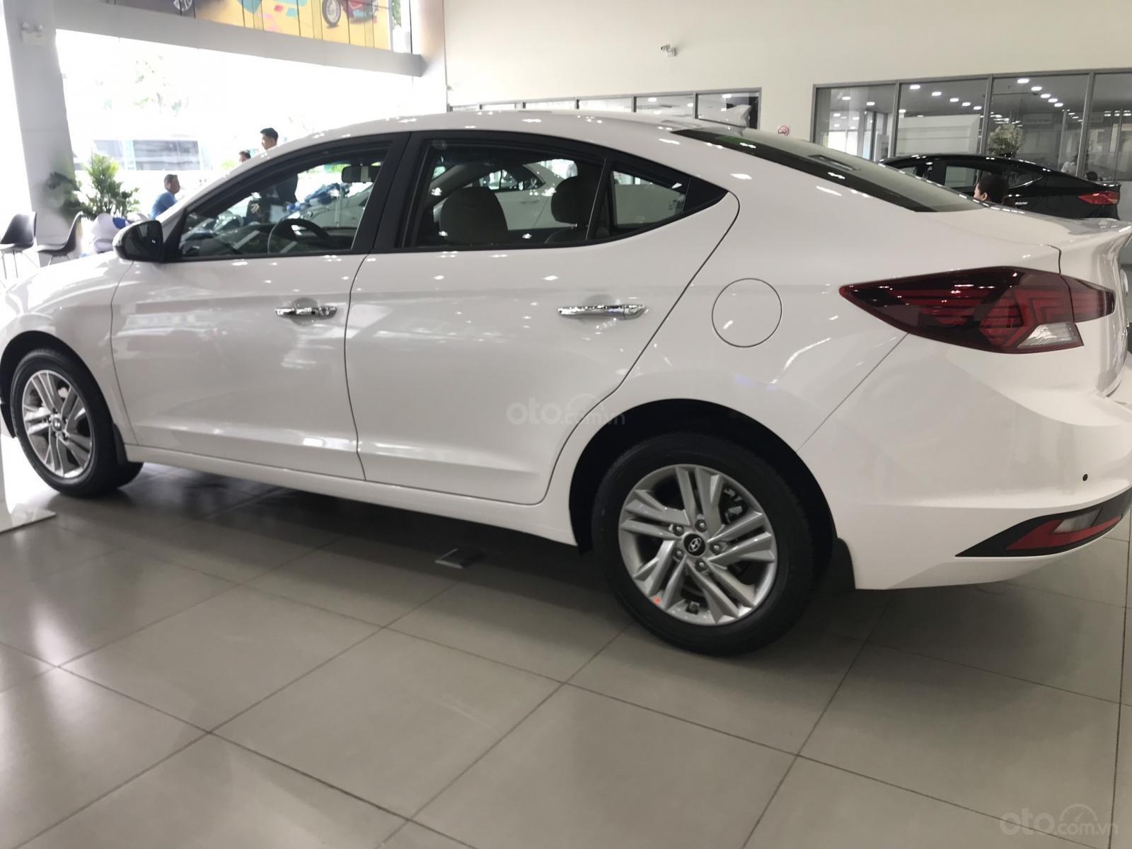 Bán Hyundai Elantra 2.0 AT Facelift giao ngay, hỗ trợ vay trả góp LS ưu đãi - LH: 0977 139 312 (2)