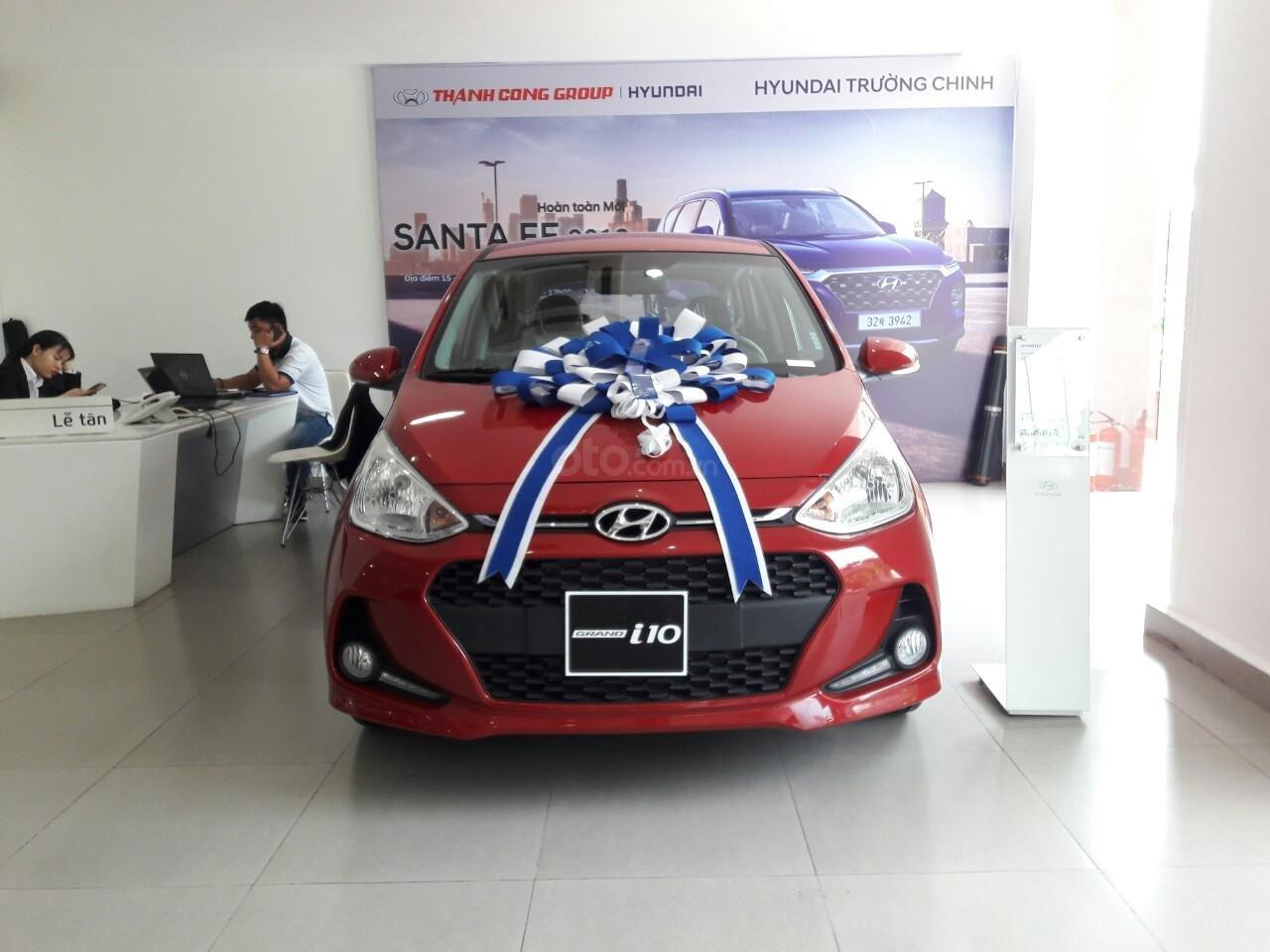 Bán Hyundai Grand I10 1.2AT, màu đỏ nhận xe ngay chỉ với 120tr, hỗ trợ đăng ký Grab, vay trả góp LS cực ưu đãi (1)