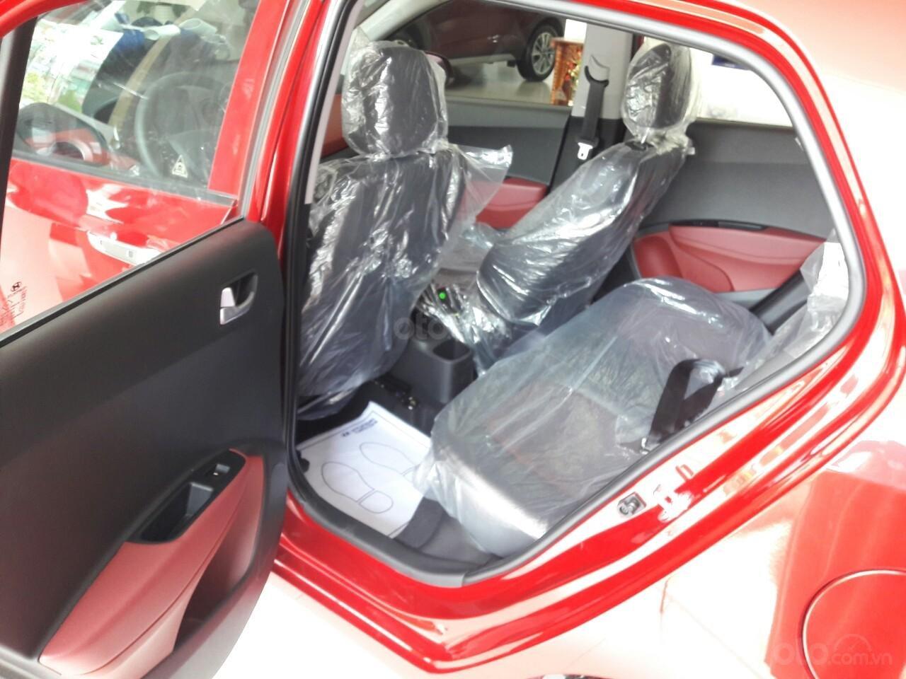 Bán Hyundai Grand I10 1.2AT, màu đỏ nhận xe ngay chỉ với 120tr, hỗ trợ đăng ký Grab, vay trả góp LS cực ưu đãi (5)