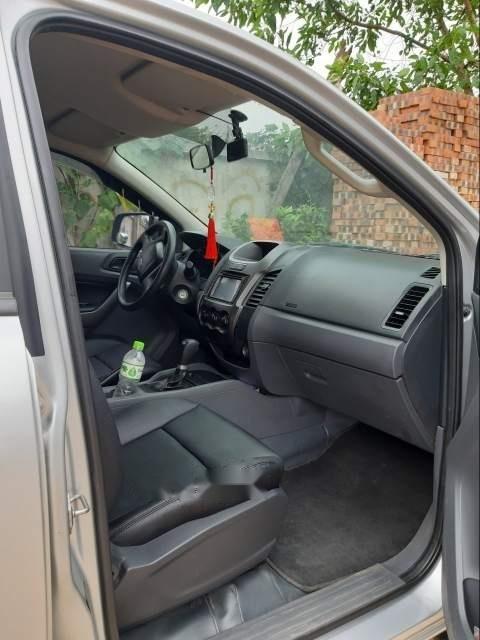 Cần bán gấp Ford Ranger 2015, màu bạc, nhập khẩu nguyên chiếc xe gia đình-2