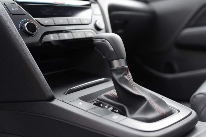 Bán Hyundai Elantra đời 2019, màu đỏ, nhập khẩu nguyên chiếc, giá tốt-5