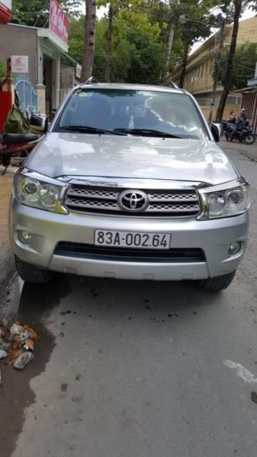Cần bán xe Toyota Fortuner đời 2009, màu bạc số sàn, giá tốt-4
