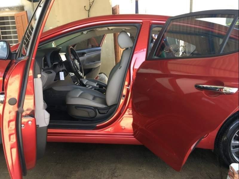 Cần bán gấp Hyundai Elantra sản xuất năm 2017, màu đỏ chính chủ-1
