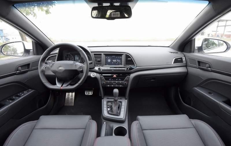 Bán Hyundai Elantra đời 2019, màu đỏ, nhập khẩu nguyên chiếc, giá tốt-4