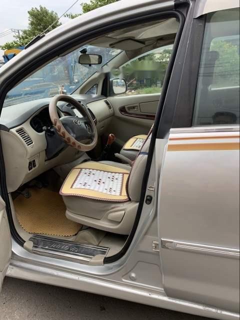 Cần bán gấp Toyota Innova J năm sản xuất 2008, màu bạc, nhập khẩu nguyên chiếc, giá 262tr-2
