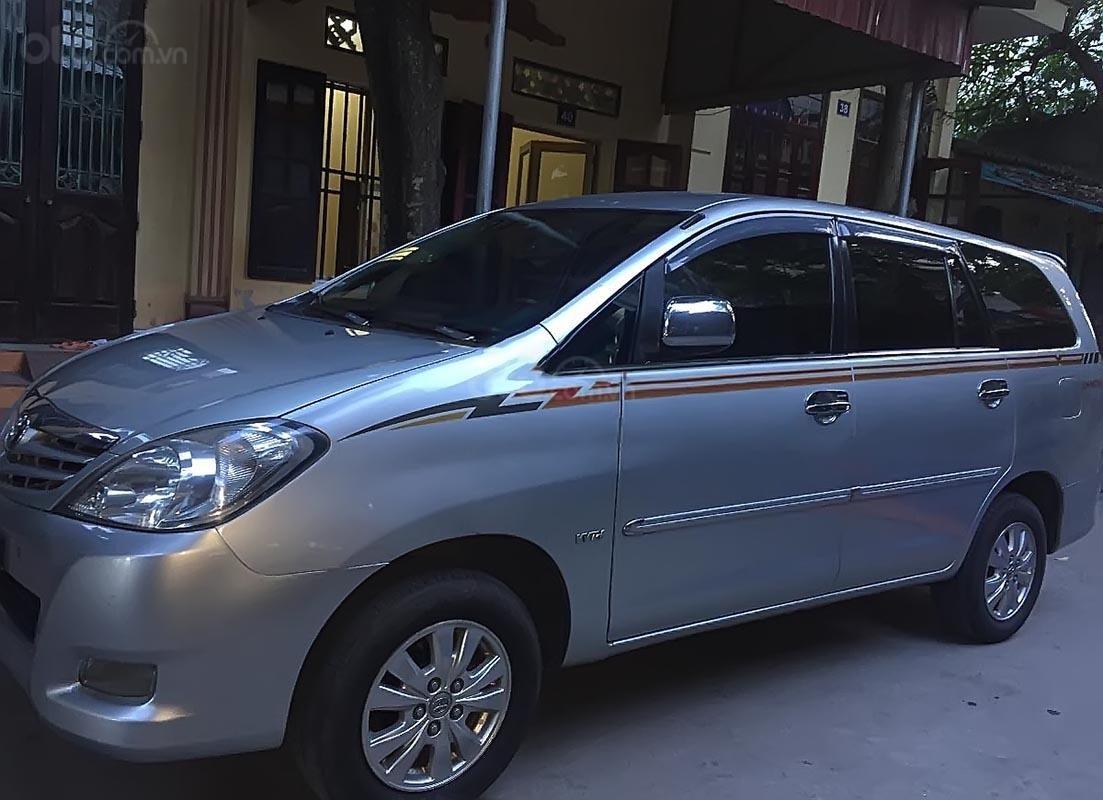 Gia đình bán xe Toyota Innova G đời 2009, màu bạc chính chủ-0