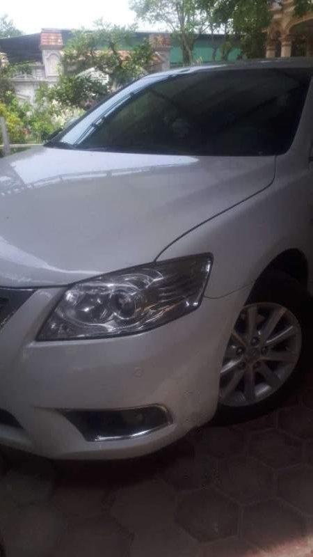 Cần bán Toyota Camry đời 2010, màu trắng, 720 triệu-1
