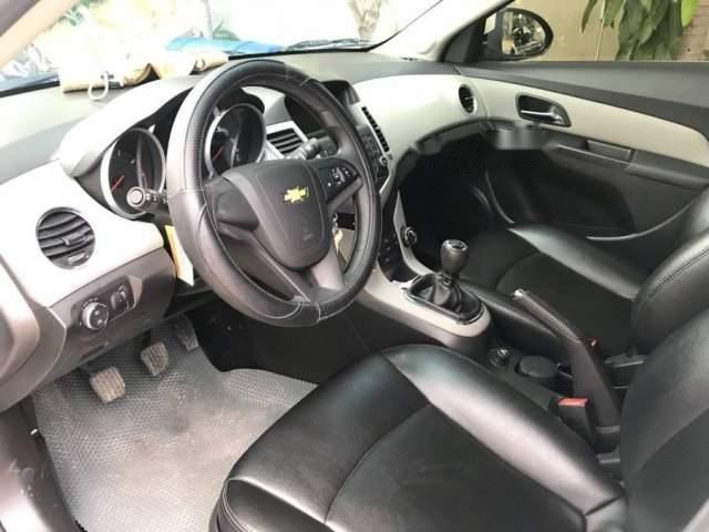 Cần bán gấp Chevrolet Cruze sản xuất 2016, màu trắng xe gia đình-2