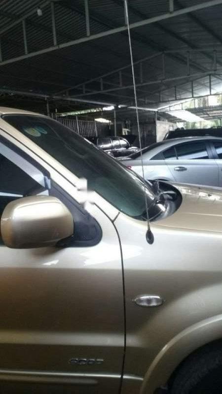 Cần bán gấp Ford Escape 2004, màu vàng, số tự động, giá chỉ 240 triệu (2)