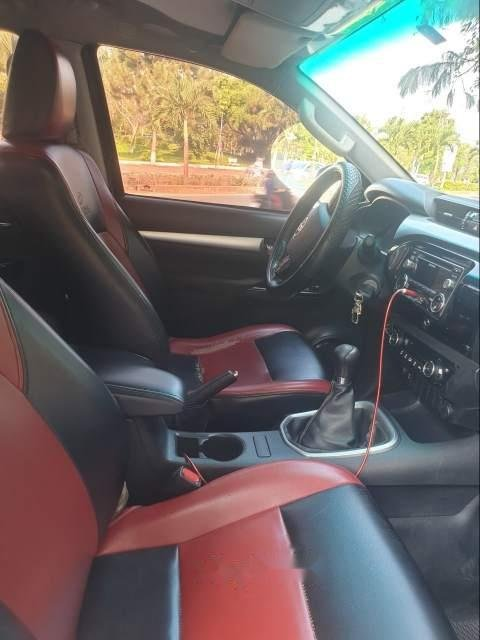 Cần bán lại xe Toyota Hilux 2016, giá chỉ 570 triệu-2