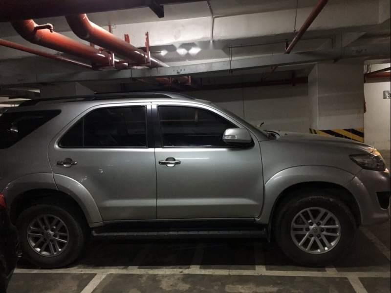 Bán xe Toyota Fortuner sản xuất 2013, màu bạc-3