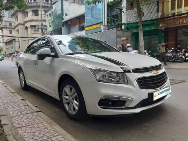 Cần bán gấp Chevrolet Cruze sản xuất 2016, màu trắng xe gia đình-0