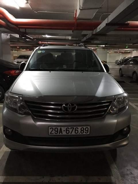 Bán xe Toyota Fortuner sản xuất 2013, màu bạc-0
