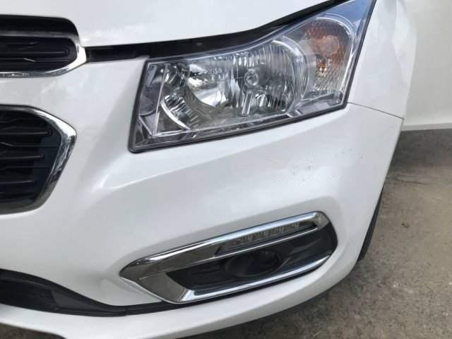 Cần bán gấp Chevrolet Cruze sản xuất 2016, màu trắng xe gia đình-3