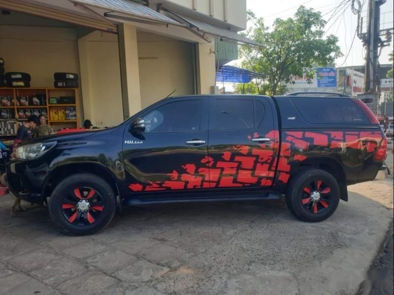 Cần bán lại xe Toyota Hilux 2016, giá chỉ 570 triệu-0