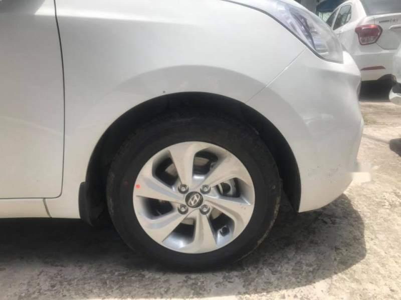 Bán Hyundai Grand i10 năm 2019, màu bạc (3)