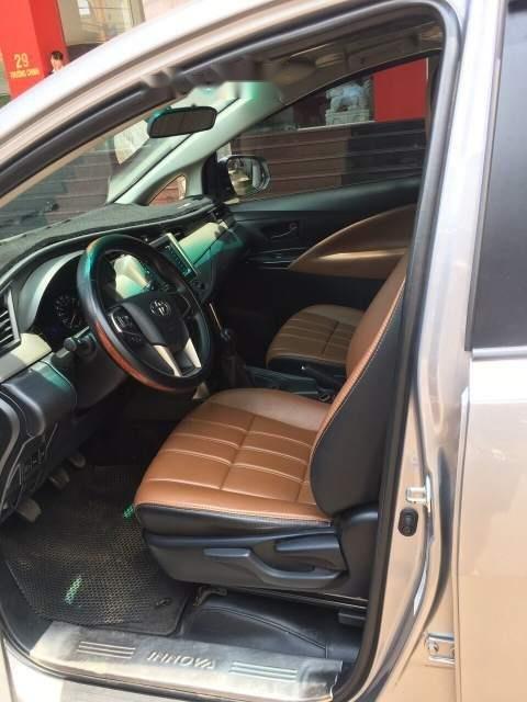 Bán xe Toyota Innova năm sản xuất 2017, màu xám xe gia đình-4