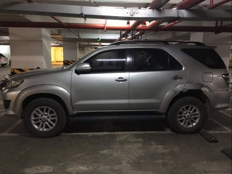 Bán xe Toyota Fortuner sản xuất 2013, màu bạc-2