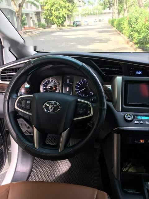 Cần bán Toyota Innova G đời 2018, màu trắng xe gia đình (3)