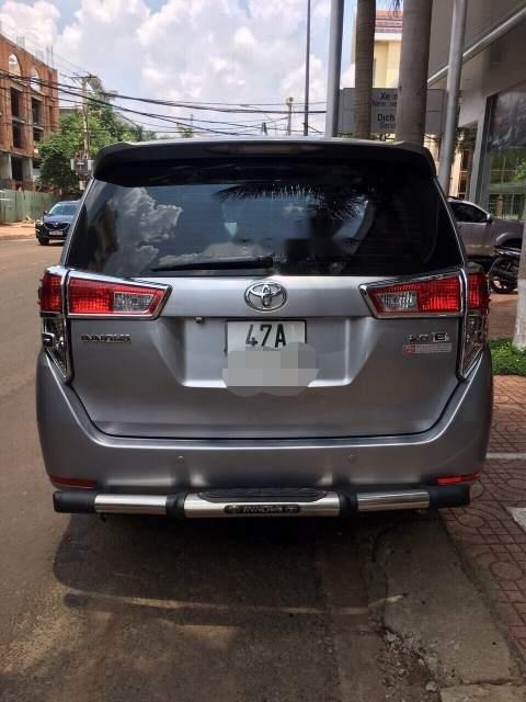 Bán xe Toyota Innova năm sản xuất 2017, màu xám xe gia đình-0