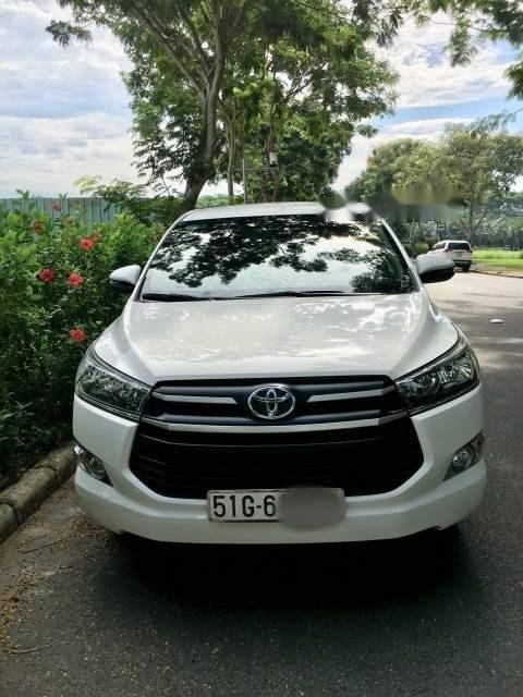 Cần bán Toyota Innova G đời 2018, màu trắng xe gia đình (1)