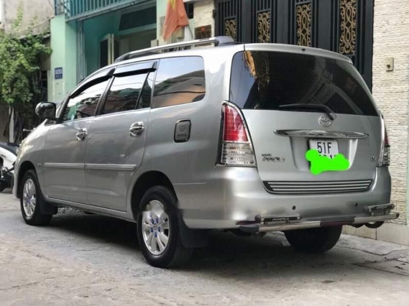 Bán Toyota Innova 2.0V đời 2009, màu bạc chính chủ-3