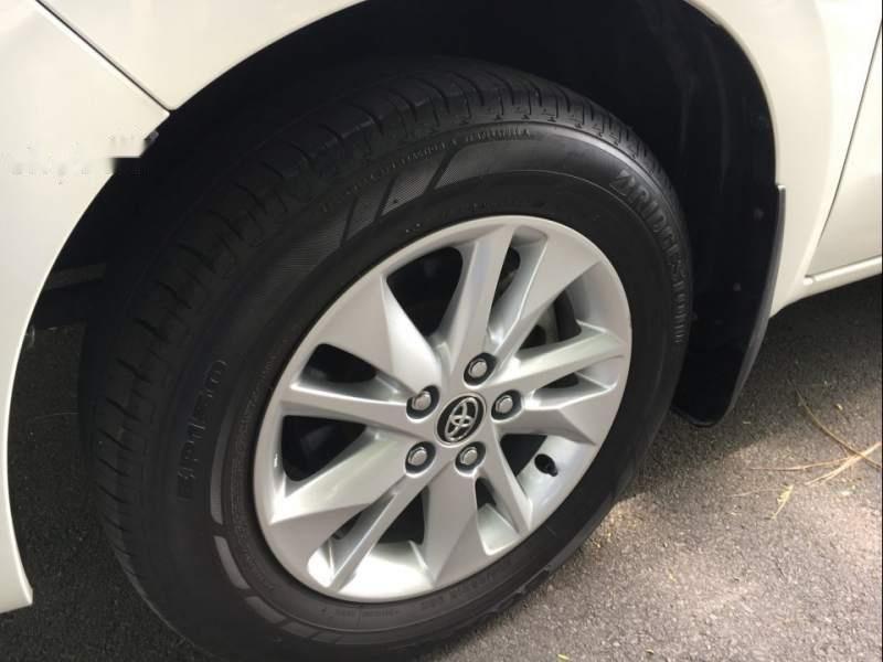 Cần bán Toyota Innova G đời 2018, màu trắng xe gia đình (5)