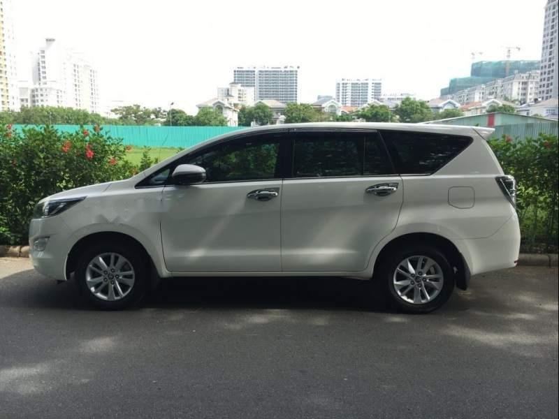 Cần bán Toyota Innova G đời 2018, màu trắng xe gia đình (2)