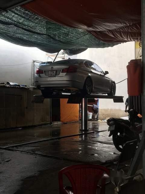 Cần bán xe BMW 5 Series 523i năm sản xuất 2011, màu bạc chính chủ-5