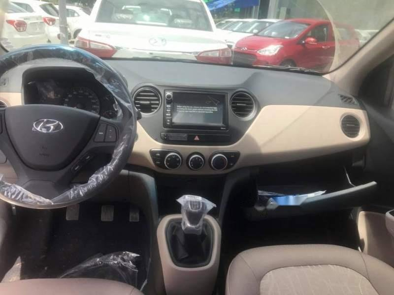 Bán Hyundai Grand i10 năm 2019, màu bạc-4