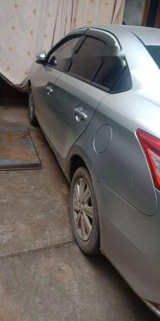 Cần bán Toyota Vios sản xuất năm 2015, màu bạc chính chủ, giá tốt-1