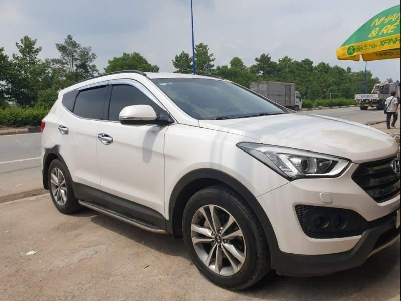 Cần bán gấp Hyundai Santa Fe sản xuất năm 2015, màu trắng-0