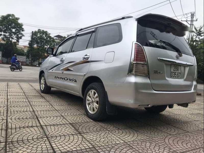 Cần bán gấp Toyota Innova đời 2008, màu bạc-3