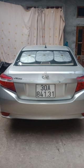 Cần bán Toyota Vios sản xuất năm 2015, màu bạc chính chủ, giá tốt-2