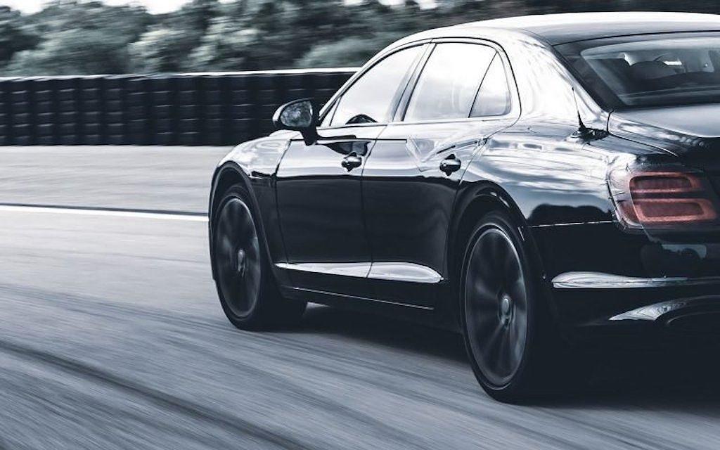 """Bentley Flying Spur hẹn ngày ra mắt, """"khoe"""" khả năng vận hành mạnh mẽ không thua xe thể thao a2"""