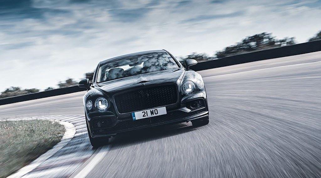 """Bentley Flying Spur hẹn ngày ra mắt, """"khoe"""" khả năng vận hành mạnh mẽ không thua xe thể thao 1"""
