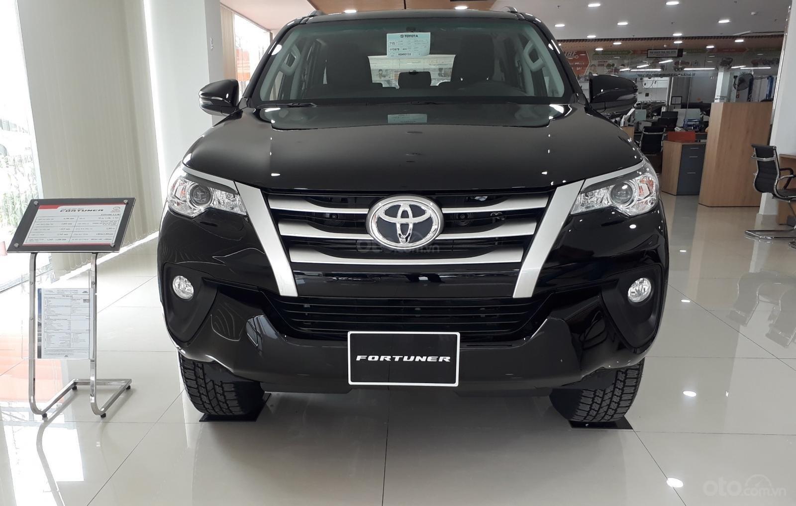 Bán Toyota Fortuner 2.4G số sàn 2019, đưa trước 300tr giao ngay, xe có sẵn DVD 7inch, camera de (1)