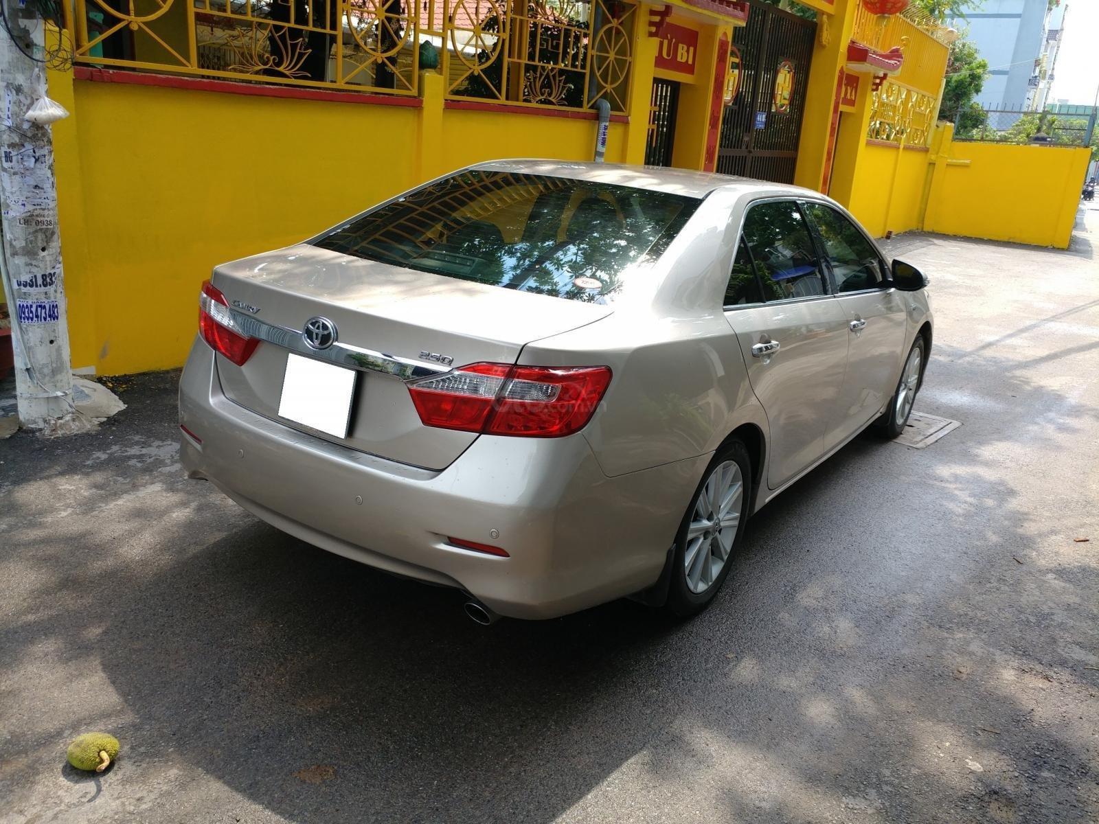 Cần bán xe Toyota Camry 2.5Q sx 2014 số tự động màu nâu vàng, biển số thành phố-1